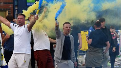 Photo of Leeds United followers and gamers have fun membership's promotion to Premier League at Elland Street