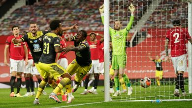 Photo of Michael Obafemi nets last-gasp Southampton equaliser as Manchester United blow probability to go third in Premier League