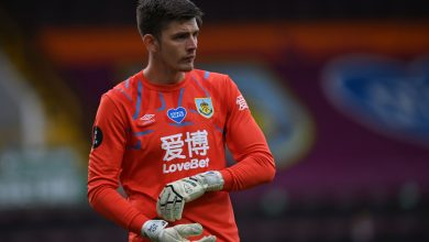 Photo of Sky Sports activities commentator Efan Ekoku unintentionally says Burnley goalkeeper Nick Pope was 'particular between the sheets' earlier than correcting himself