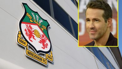 Photo of Hollywood stars Ryan Reynolds and Rob McElhenney involved in shopping for Nationwide League membership Wrexham