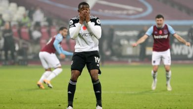 Photo of Ademola Lookman misses disastrous Panenka penalty in eighth minute of added time as Fulham lose at West Ham