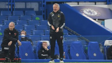 Photo of Sheffield United boss Chris Wilder takes subject with officers for Chelsea's third aim in defeat at Stamford Bridge