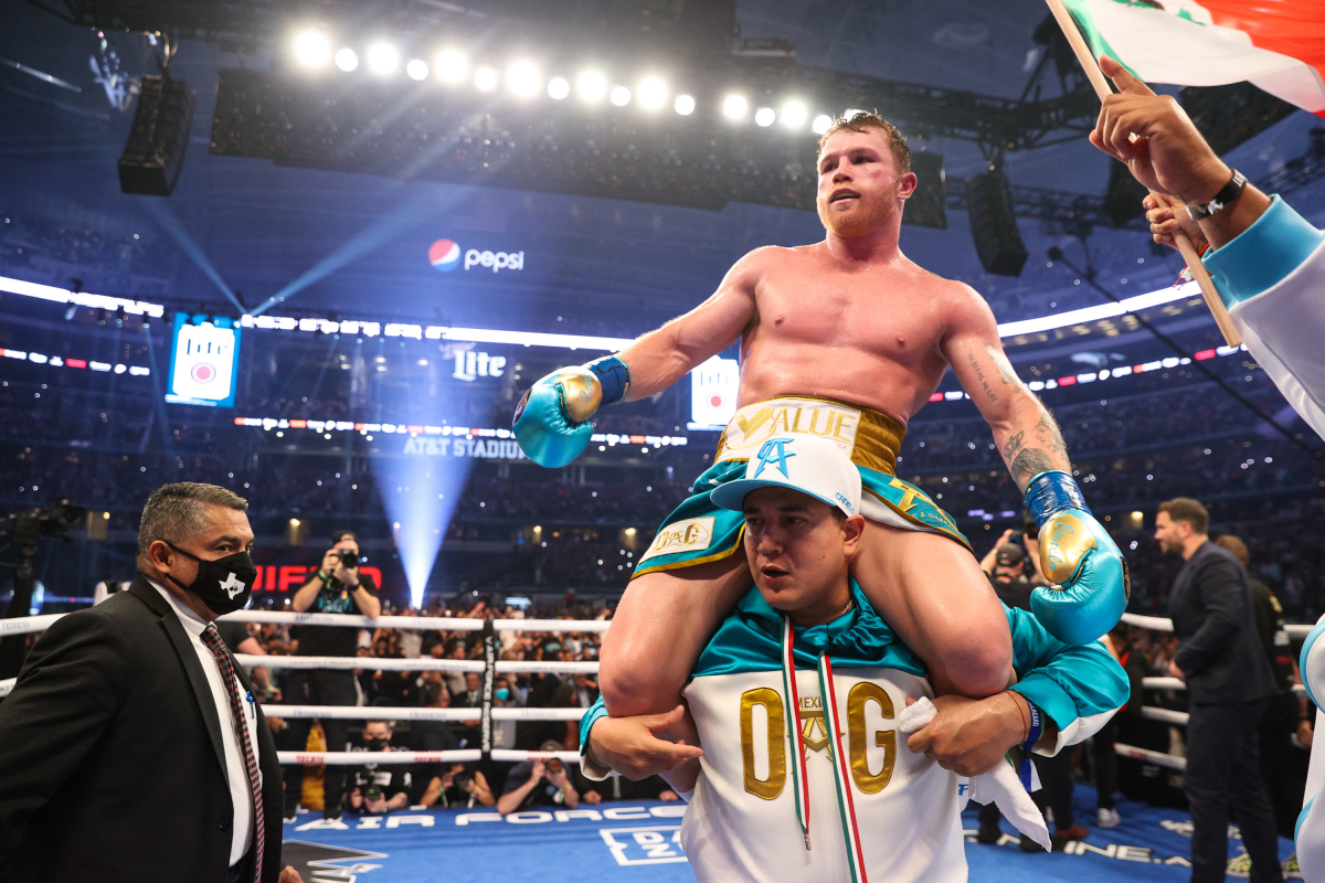 Canelo Alvarez BEATS Billy Joe Saunders LIVE reaction: Fractured eye socket to keep Brit out for a 'long time', Eddie Hearn updates on AJ vs Fury, press conference crashed by Demetrius Andrade